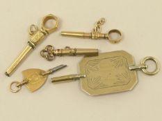 Taschenuhr: Konvolut von 5 außergewöhnlichen Spindeluhrenschlüsseln, überwiegend 18K Gold 5 Stück,