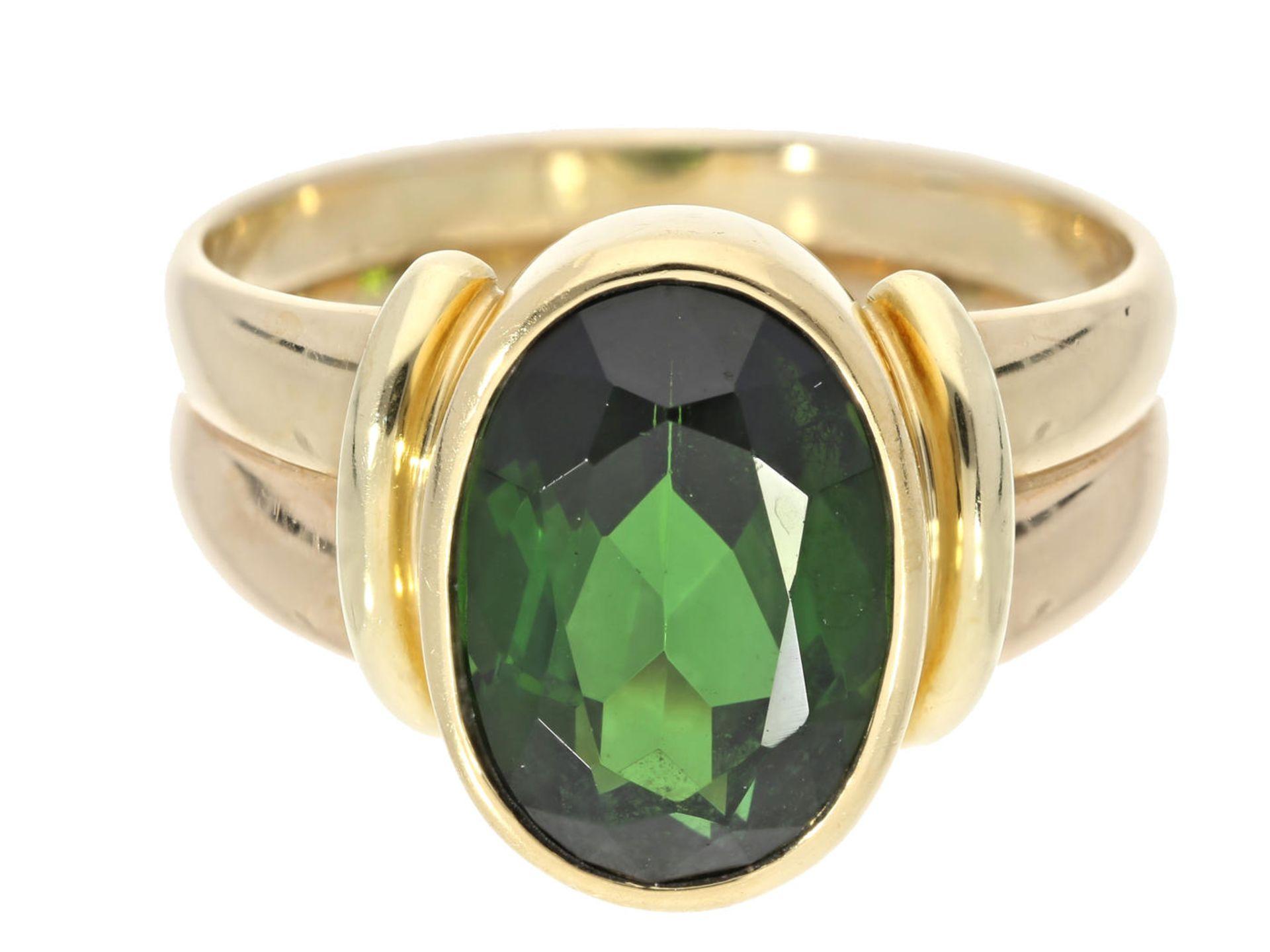 Los 6017 - Ring: hochwertig gearbeiteter Goldschmiedering, Farbstein vermutlich Turmalin, sehr schöne