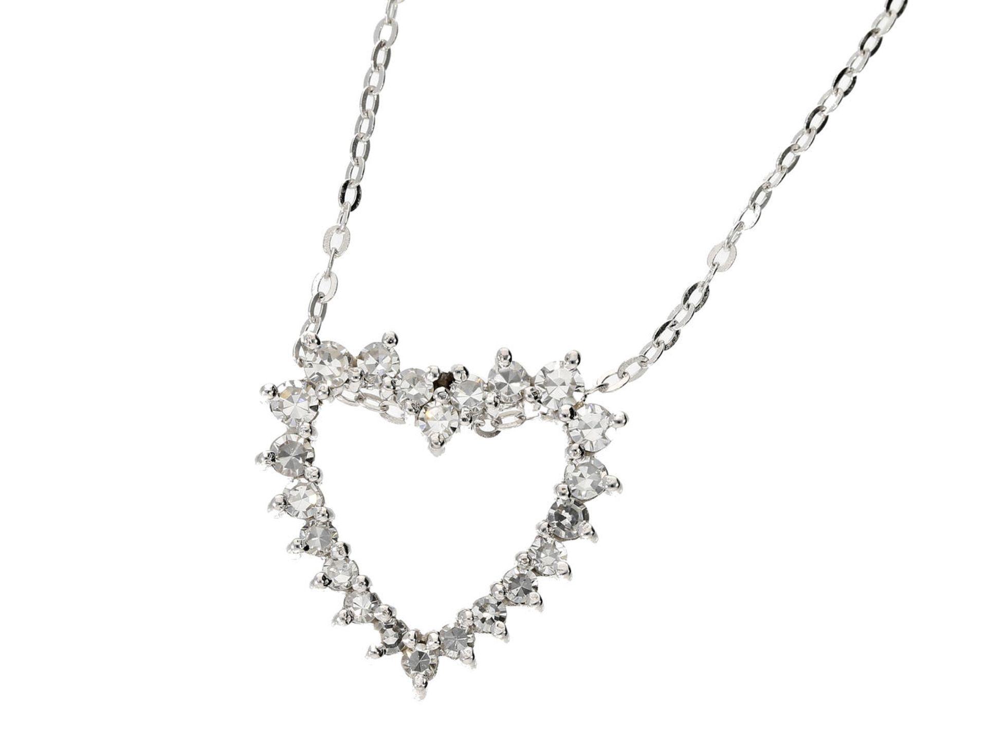 Kette/Anhänger: zierliche Weißgoldkette mit hochwertigem Herzanhänger, Diamantbesatz im oberen