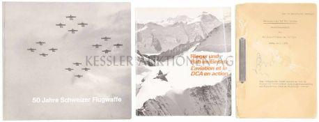 Konvolut von 3 Büchern zur Schweiz. Luftwaffe 1. Ausbildungsbehelf der Inf. Flab. Schulen, Gültig ab