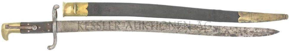 Jatagan zu Feldstutzer Ord. 1864 KL 52cm, TL 67cm, geschweifte Rückenklinge mit beidseitiger