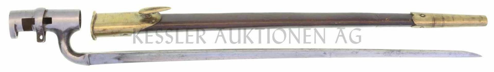 Stichbajonett zu IG 1842 KL 450mm, TL 520mm, dreikantige Klinke, blank poliert, fleckig. Schraube am