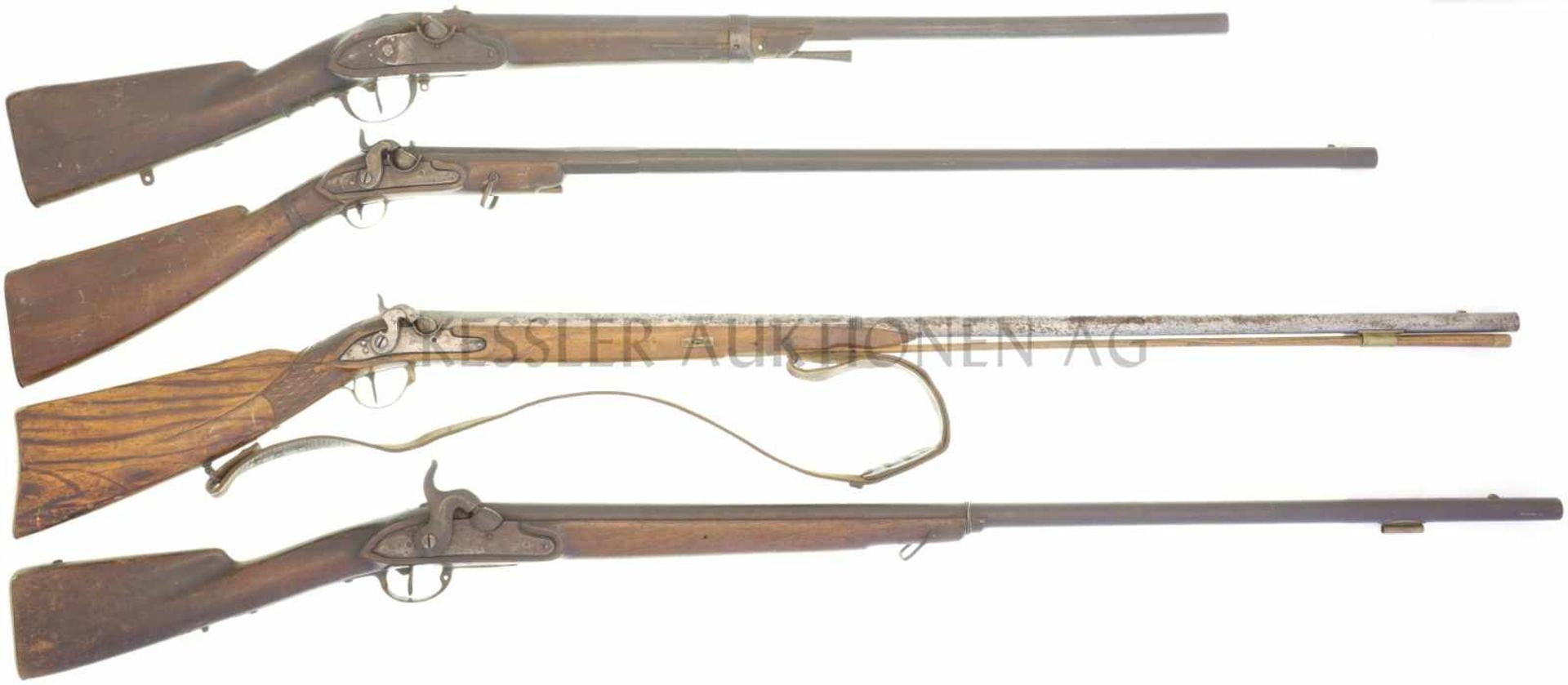 Konvolut von 4 defekten Perkussionsgewehren 1. Perkussionsgewehr, Kal. 17,5mm, LL 760mm, TL