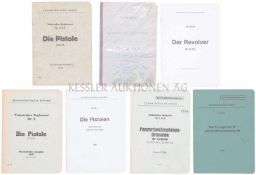 Konvolut von 7 Waffenreglemente 1. Die Pistole P 06/29, Ausgabe 1944. 2. Die Pistole 1900, Ausgabe