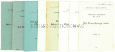 Konvolut von 8 Waffenreglementen 1. Das leichte Maschinengewehr, prov. Ausgabe von 1939. 2. Das