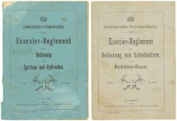 """Konvolut von 2 Exerzierreglementen der Feuerwehr 1. """"Bedienung von Spritzen und Hydranten"""". 2. """""""