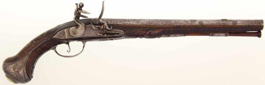 Steinschlosspistole, französisch um 1760, Kal. 15.mm 31.5cm langer Rundlauf mit achtkantiger Wurzel,