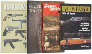 Konvolut von 4 Büchern 1. Schusswaffen, vom Revolver bis zur Vollautmatik. Paragon Book's. 2.