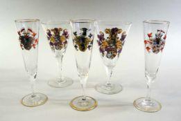 5 Wappengläser Farbloses Glas, polychrom und gold staffiert, hoher Spitzkelch auf breitem