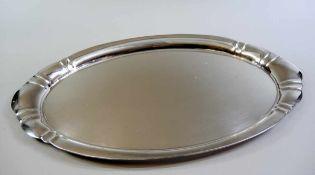 Ovales Tablett Silber 800, Halbmond und Krone und mit Meisterstempel (Krischer, N) punziert.