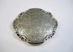 Prunkvolle Puderdose Sterling Silber, inwendig mit Spiegel und feiner Ziselierung in barocker