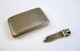 Tabakdose Silber 800, am Rand mit Frauenkopf punziert. Mit Zigarrenschneider. H x B x T ca. 9 x 6