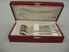 Cartier Trinity Collection, 6 Austerngabeln Silber plated, am Stiel graviert. Eleganter
