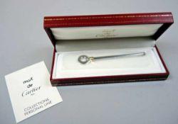Cartier, Sektquirl Silber plated, am Griff signiert, datiert und Must de Cartier bezeichnet. Feine