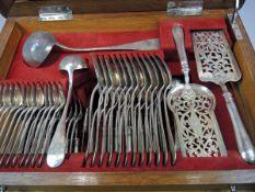 Komplette Besteckgarnitur für 12 Personen Silber 800, einzeln mit Dianakopf, A für Wien sowie