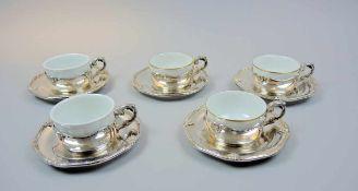 5 Suppentassen mit Silber-Einfassungen und -Untertellern Porzellan/Silber 800, Teller und