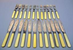 Englisches Fischbesteck für 12 Personen Sterling Silber 925, jeweils mit schreitendem Löwen, Krone