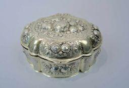 Prunkvolle Zuckerdose Silber 800, am Boden mit Feingehaltsstempel sowie Halbmond und Krone punziert.