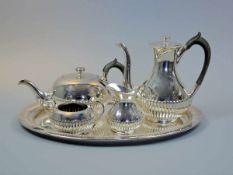 """Tee- und Kaffeeservice auf Tablett Silber plated, Gefäße einzeln am Boden """"J. Oestreich Nachf."""