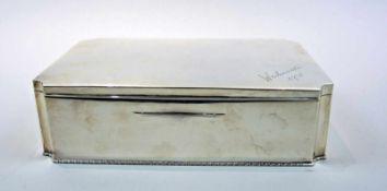 """Große Zigarrendose Silber 900, am Bodenrand mit Dianakopf, """"A"""" für Wien und Herstellerstempel """"JH"""""""