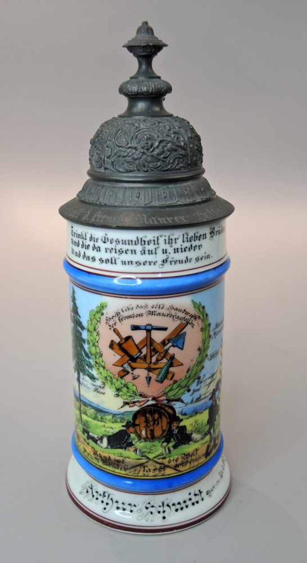 Reservisten-KrugPorzellan, mit Zinnmontur. Großer Reservisten-Krug mit polychromer Unter- und - Bild 2 aus 3
