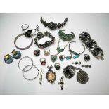 Konvolut von Silber- und TrachtenschmuckBestehend aus Ringen, Armreifen, Anhängern, Ohrringen (