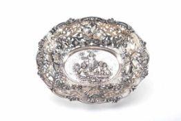 Große SilberschaleSilberschale mit Putten- und Vogelrelief, Breite 33 cm, gepunzt: Halbmond, Krone