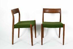 Niels O. Moller1920 - 19812 Stühle Modell 77Teakholz und neuer grüner Wollstoff, 60er Jahre; H 77