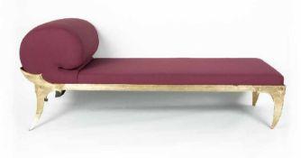 "Anna GolinChaiselongue ""Xenia""Stahl, goldfarben lackiert, 1985; H 83 cm, L 205 cm, T 83 cm; Bezug"