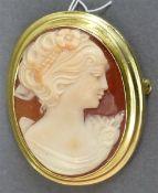 Brosche 8 kt. Gelbgold Fassung, Camee röm. Frauenkopf, oval, auch als Anhänger tragbar, ca. 9 g