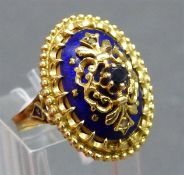 Damenring 18 kt. Gelbgold, blaues Email, 1 Saphir, teilweise durchbrochen gearbeitet, oval, ca. 9,