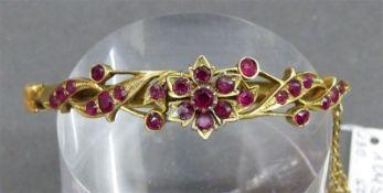 Armband Silber, vergoldet, teilweise durchbrochen gearbeitet, Blumendekor, mit 25 kl. Rubinen