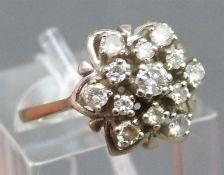 Damenring 14 kt. Weißgold, besetzt mit 13 Brillanten zus. ca. 0,50 ct., weiß, si - p, Blütenform,