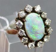 Damenring 14 kt. Weißgold, mittig ovale Opalindoublette, Kranz mit 12 Diamanten zus. ca. 1,20 ct.,