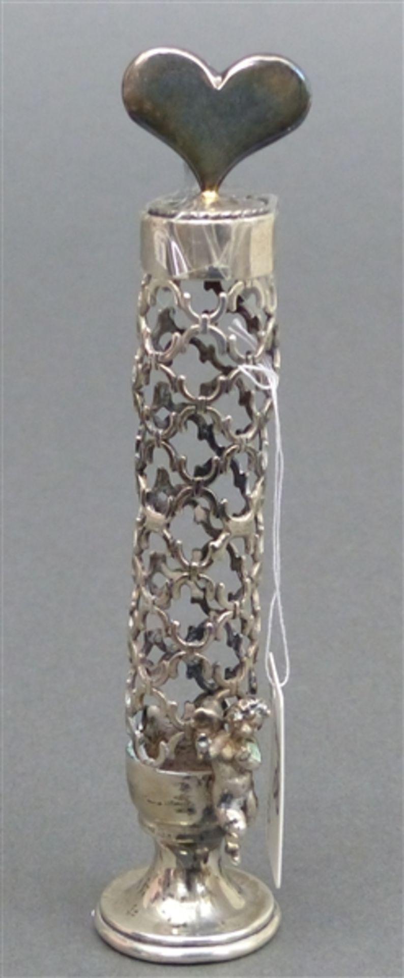 Flacon Silber, durchbrochen gearbeitet, kleiner Putto, Glaseinsatz fehlt, h 13 cm, 49 g schwer,