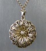 Anhänger mit Erbskette, Silber, durchbrochen gearbeitet, Filigranarbeit, ca. 19 g schwer,