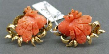"Ohrschmuck, um 1900 14 kt. Gelbgold, geschnittene Koralle ""Pfauen"", Handarbeit,"