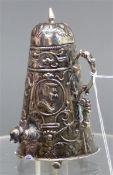Vitrinenobjekt Silber, Deckelhumpen mit Ausgießer, punziert, h 7,5 cm, 40 g schwer,