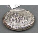 Pillendose Silber, Reliefdekor, 5,5x4,5 cm, 29 g schwer,