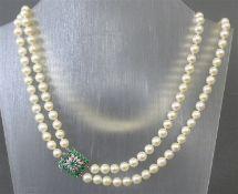 Perlcollier 18 kt. Weißgoldschloss, mit Saphir- und Diamantbesatz, 2-reihig, mit zus. ca. 150