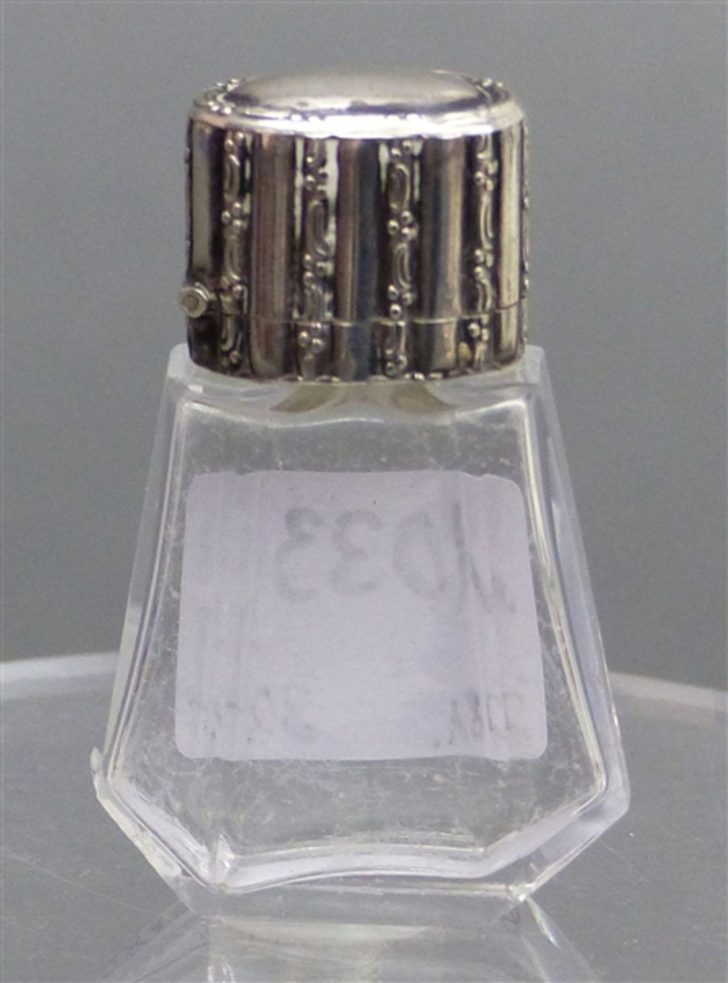 Parfümflacon farbloses Kristallglas, Silbermontur, um 1900, h 5,5 cm,