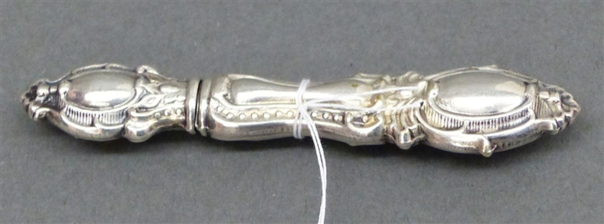 Nadelbehälter um 1880, Silber, Reliefdekor, l 7 cm,