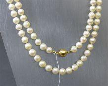 Halskette 18 kt. Gelbgold, Kugelschloss, ca. 88 Zuchtperlen, weiß, d 9 mm, l 80 cm,