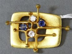Brosche 14 kt. Gelbgold, 2 Saphire, 2 Brillanten zus. ca. 0,30 ct., wesselton, vvsi, Handarbeit,