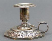 Handleuchter Silber, einflammig, Monogramm auf Daumendrücker, 19. Jh., florales Randdekor,
