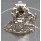 Gürtelclip, 19. Jh. Silber, Galante Szene, durchbrochen gearbeitet, ca 14 g schwer, h 5 cm,