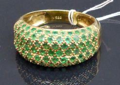 Damenring 14 kt. Gelbgold, besetzt mit zahlreichen Smaragden, ca. 5 g schwer, RM 63,