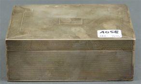 Zigarettendose Silbermontur, England, Sheffield, graviert, Monogrammkartusche, Holzkern, brutto