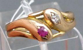 Damenring um 1900 14 kt. Rotgold, Schlangenform, 1 Diamant und 1 Rubin, ca. 4 g, RM 57,