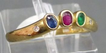 Damenring 14 kt. Gelbgold, 1 Saphir, 1 Smaragd, 1 Rubin, 2 kl. Diamanten, ca. 2 g schwer, RM 56,